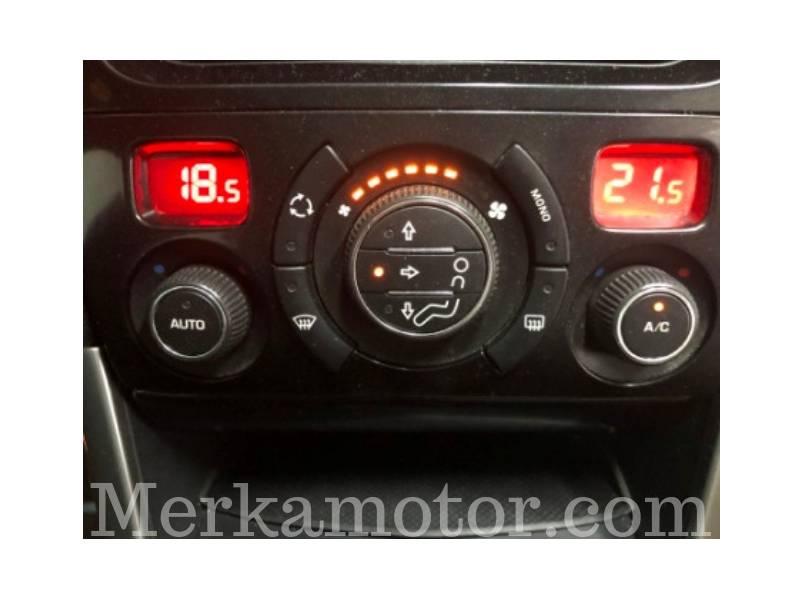 Peugeot 308 1.6 HDI 112 FAP 6 velocidades Premium