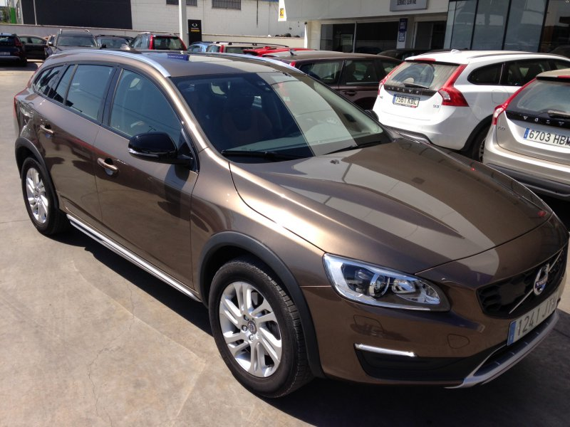 Volvo V60 Cross Country 2.0 D3 Auto Momentum