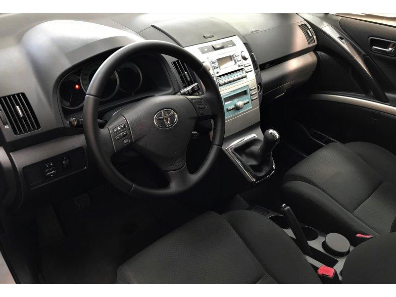Toyota Corolla Verso 2.2 D-4D 136cv Sol