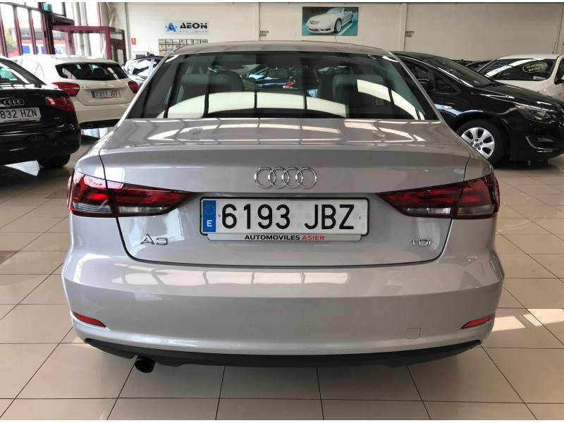 Audi A3 1.6 TDI 110cv Sedan Clean Attraction