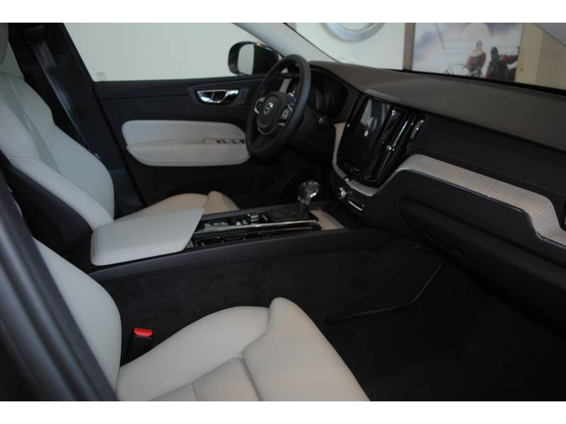 Volvo XC60 2.0 T4   Auto Inscription