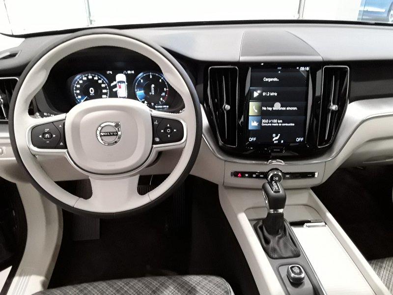 Volvo XC60 2.0 D4 AWD AT Momentum