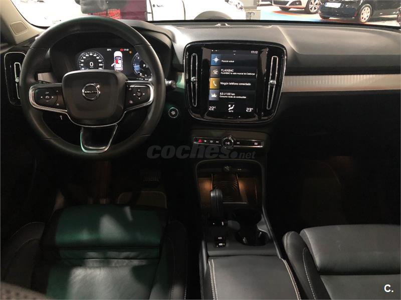 Volvo XC40 D4 AWD MOMENTUM