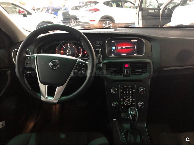 Volvo V40 D3 cross country CROSS COUNTRY MOMENTUM
