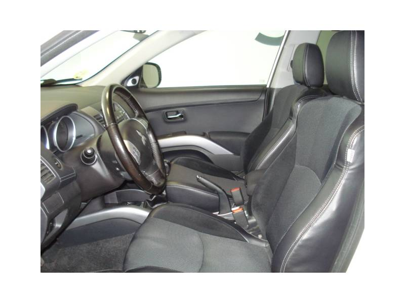 Mitsubishi Outlander 220 DI-D   2WD  177 CV 7 PZ Motion
