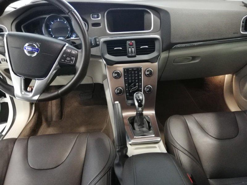 Volvo V40 Cross Country D4 MOMENTUM