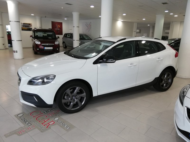 Volvo V40 Cross Country D4 MOMENTUM