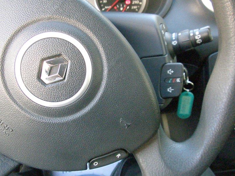 Renault Clio III RENAULT CLIO 1.5DCI YAHOO! 75CV 3P YAHOO