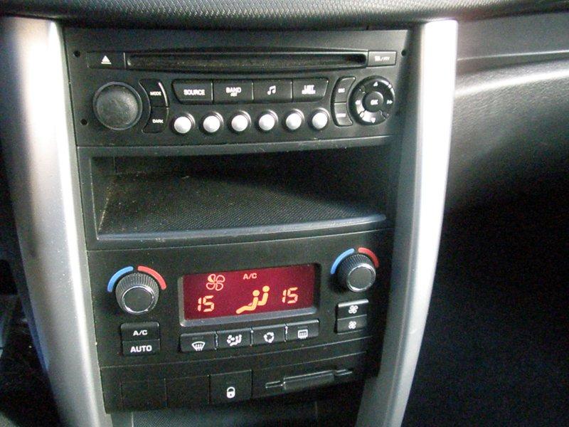 Peugeot 207 + 1.4HDI 70CV Active