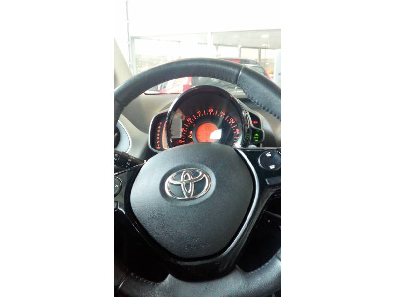 Toyota Aygo 1.070     Automático x-cite