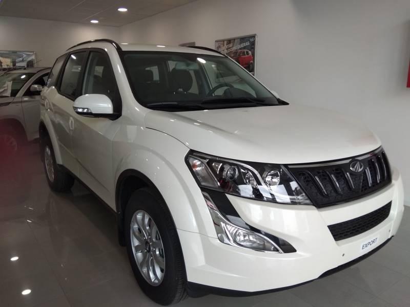 Mahindra XUV500 FWD (4X2)   - 7 plazas W6