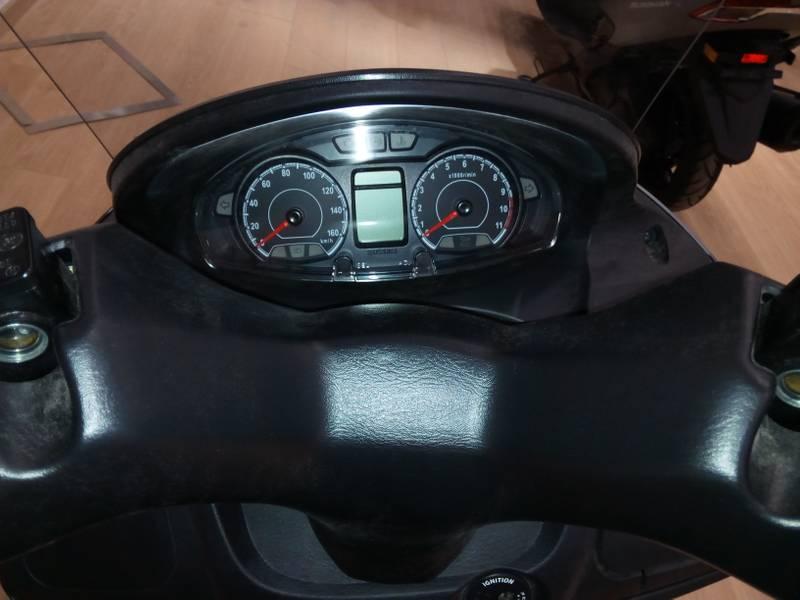 Suzuki-Moto Burgman 125 .