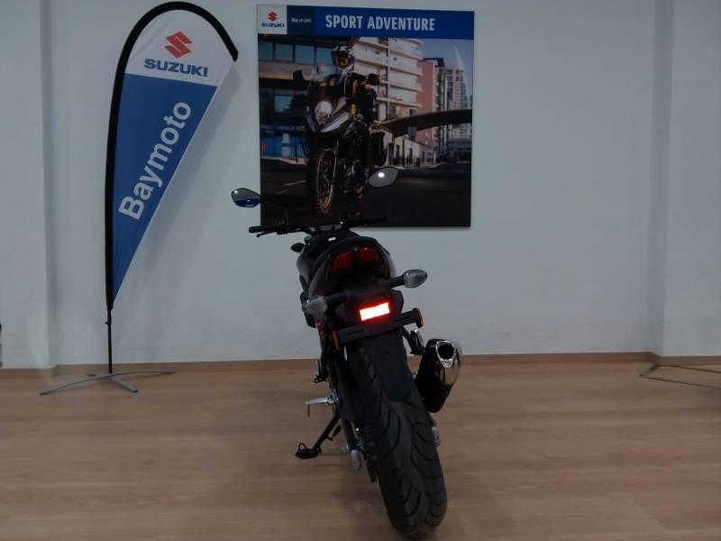 Suzuki-Moto SV 650 .