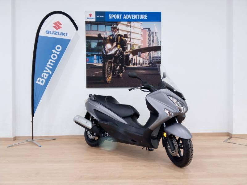 Suzuki-Moto Burgman 200 .