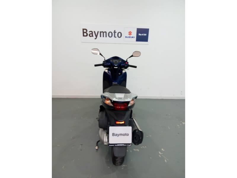 Honda-Moto Scoopy SH 300 .