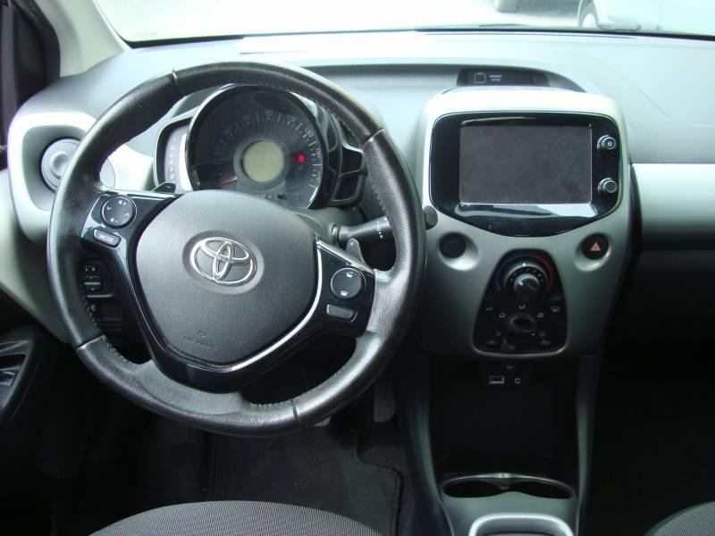 Toyota Aygo 1.0      70cv Automático x-play