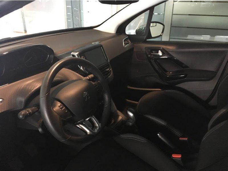 Peugeot 208 5P STYLE 1.2L PureTech 110 Style