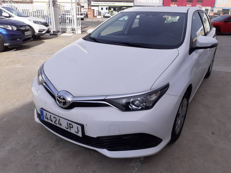 Toyota Auris 1.4 90D Business