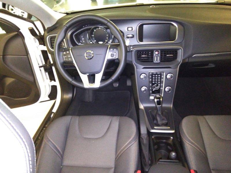 Volvo V40 Cross Country 2.0 D3 Auto Momentum