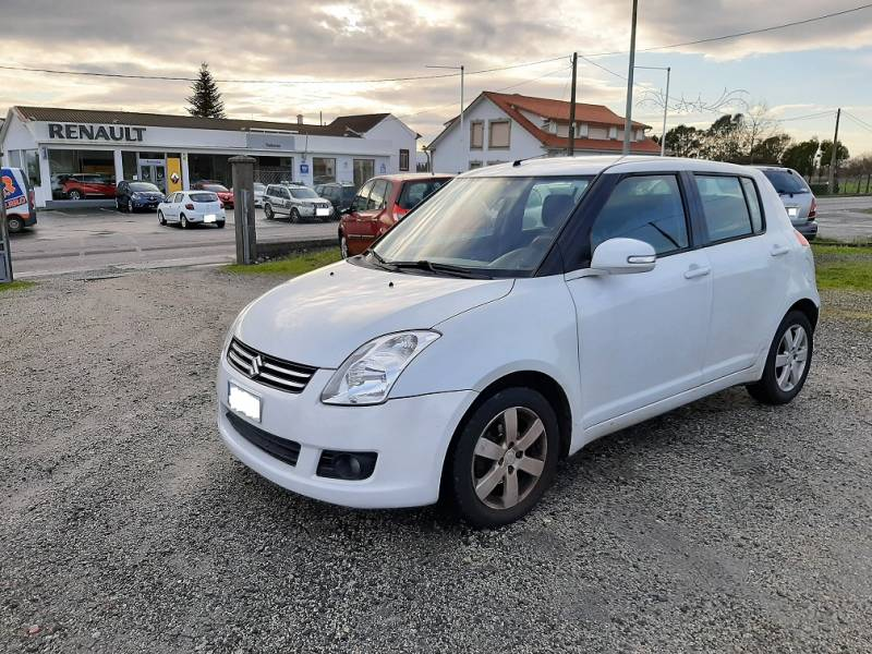 Suzuki Swift 1.3   5p BLACK & WHITE