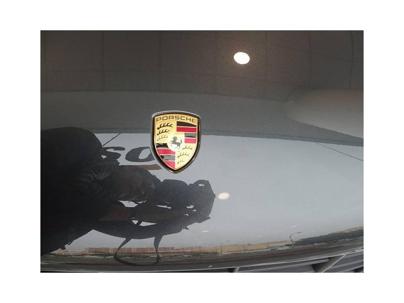 Porsche Macan - -