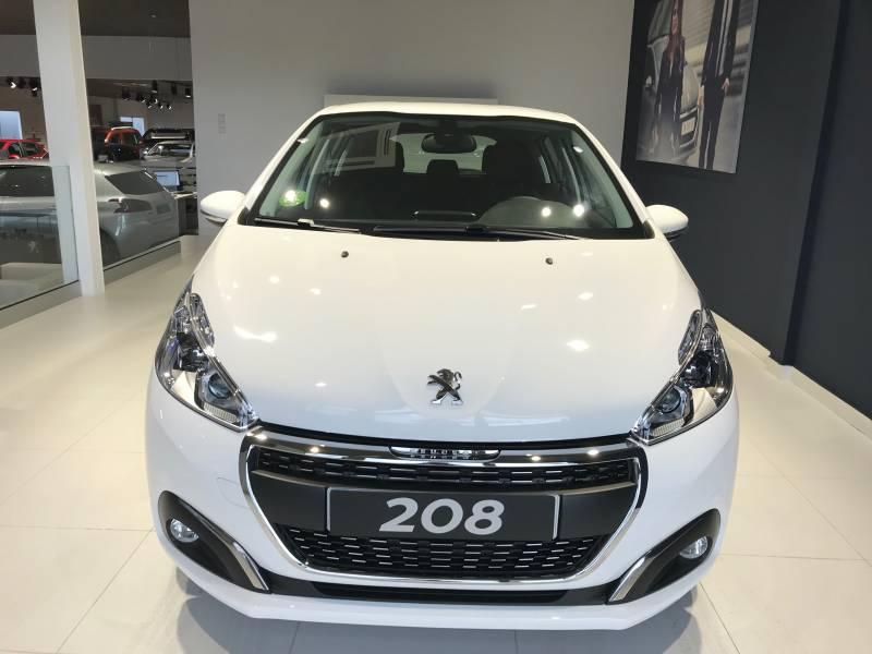 Peugeot 208 1.2L PureTech  82CV Signature