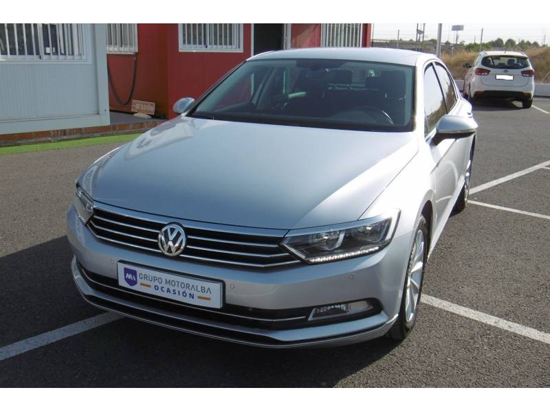 Volkswagen Passat 1.6 TDI  88 kW (120cv)   Tech Advance Bluemotion