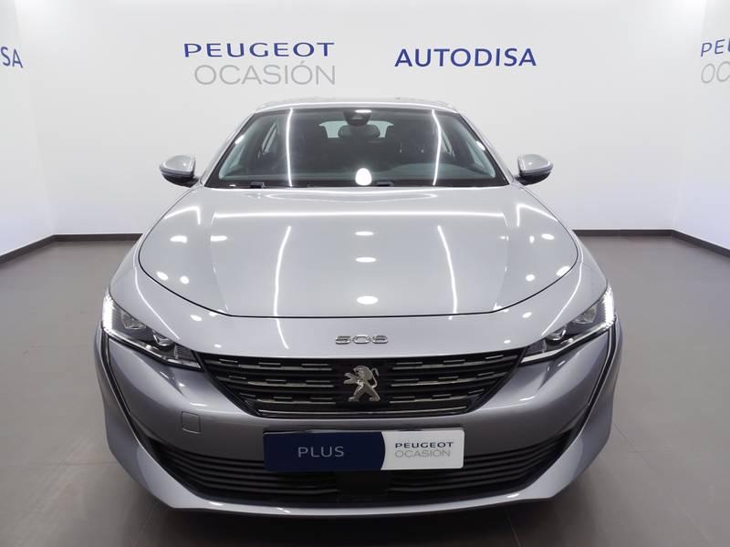 Peugeot 508 .