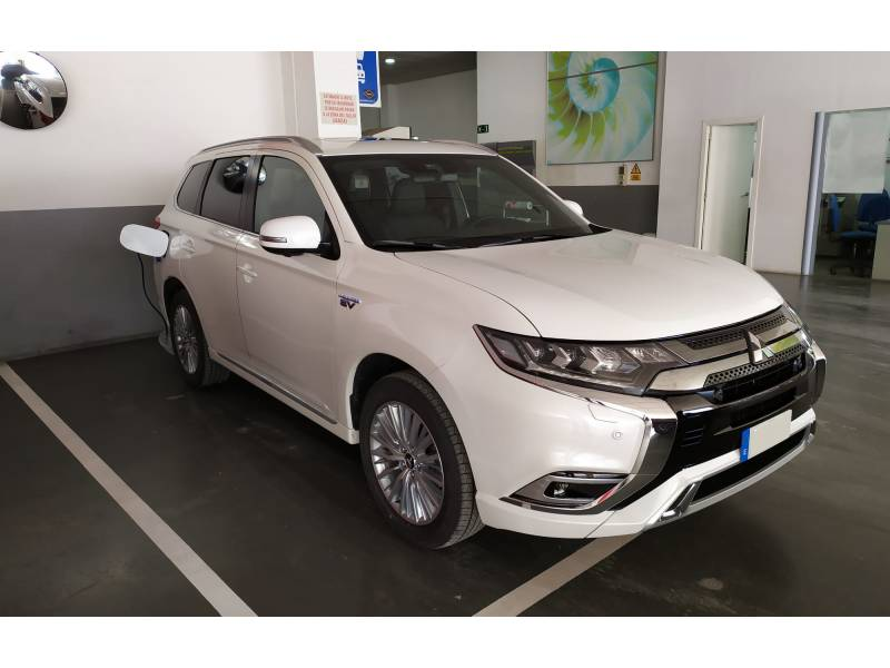 Mitsubishi Outlander 2.4 PHEV   Auto 4WD MY19.5 Kaiteki+