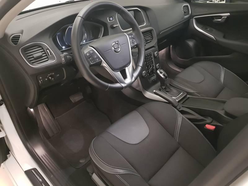 Volvo V40 2.0 T2   Auto Momentum