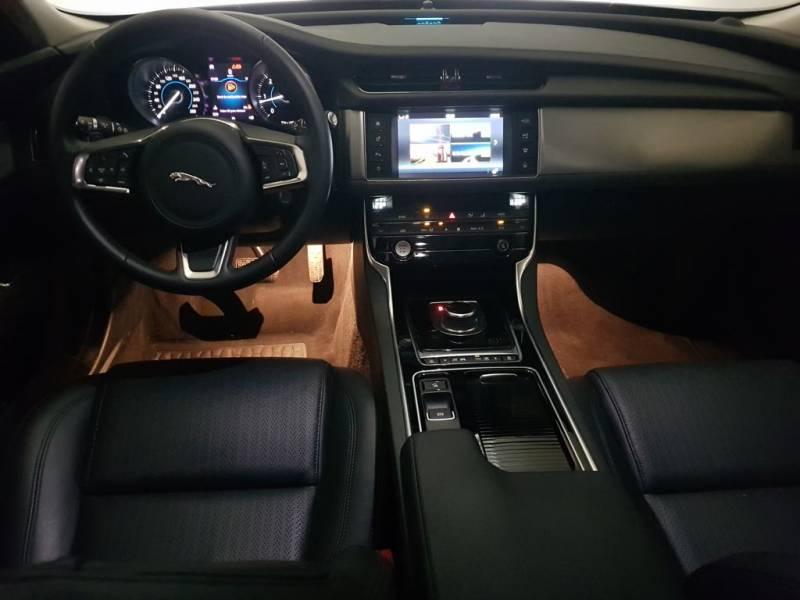 Jaguar XF 2.0D 132kW (180CV)   Auto 4WD Prestige