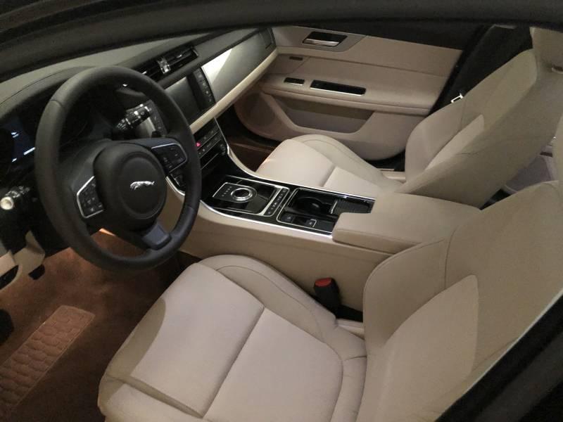 Jaguar XF 2.0D I4 132kW (180CV)   Auto Pure