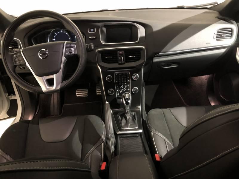 Volvo V40 2.0 D3   Auto R-Design Momentum