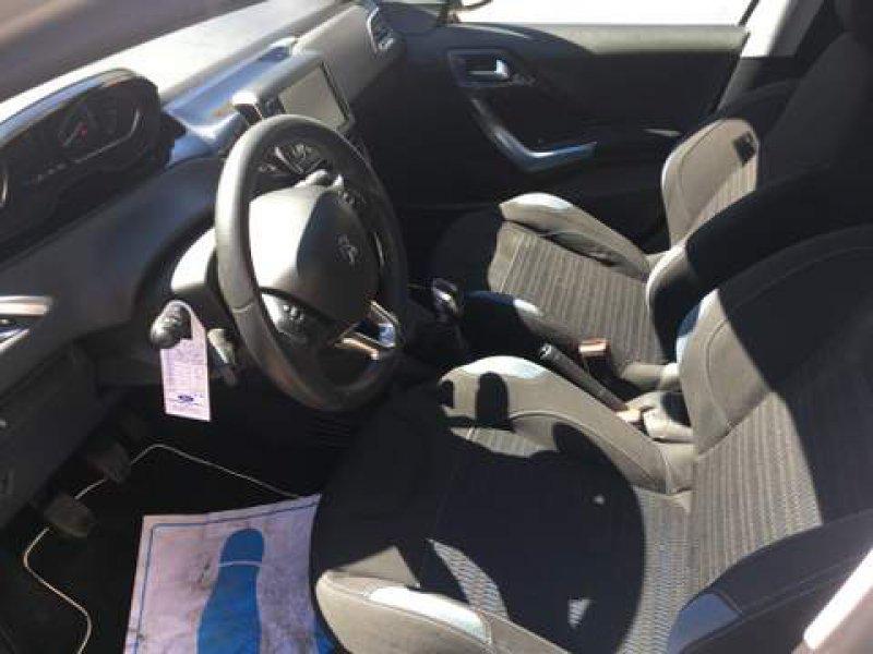Peugeot 208 5P ALLURE 1.2 VTi 82 Allure