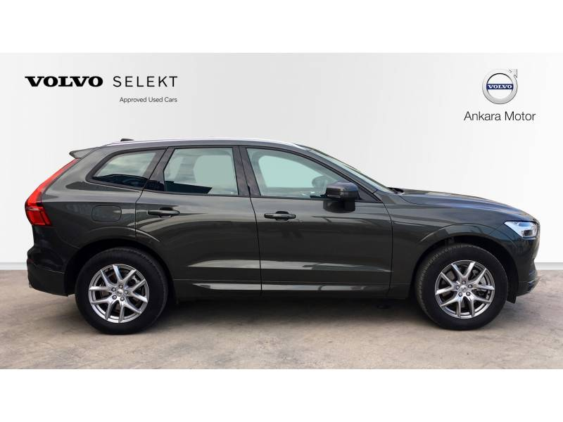 Volvo XC60 T4 MOMENTUM