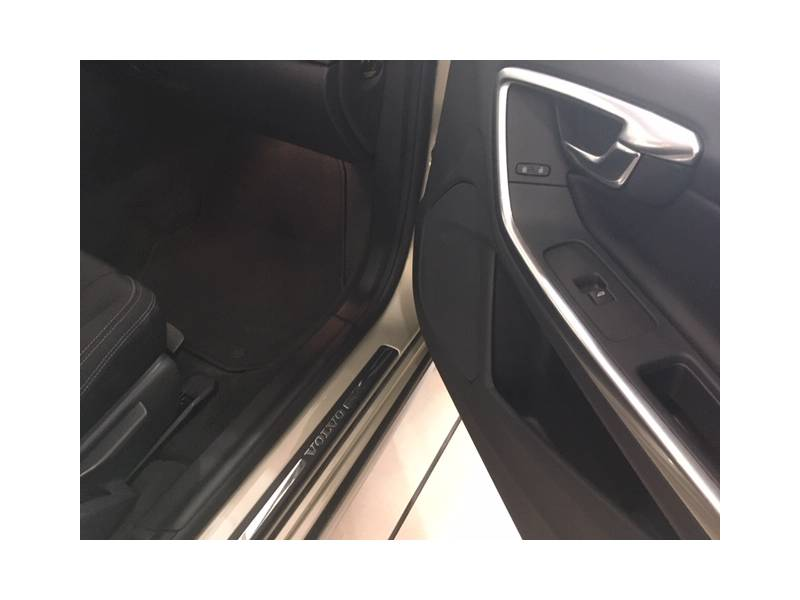 Volvo V60 Cross Country 2.0D D3 MOMENTUM