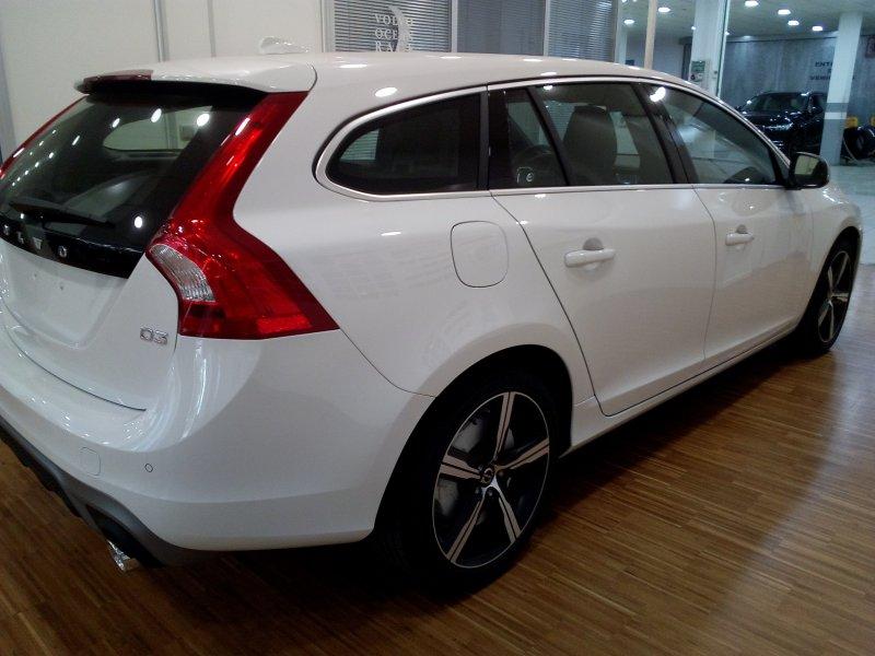 Volvo V60 2.0 D3 Auto R-Design Momentum