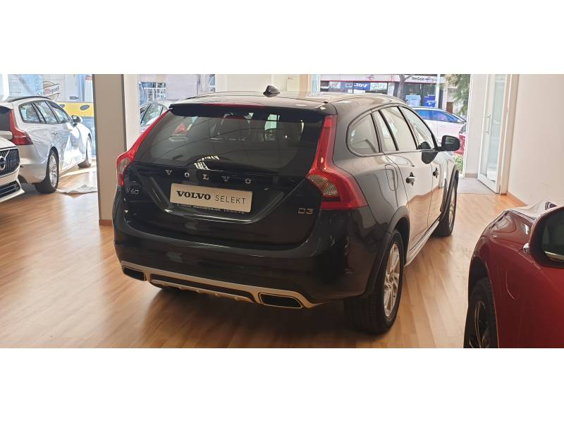 Volvo V60 Cross Country 2.0 D3   Auto Kinetic