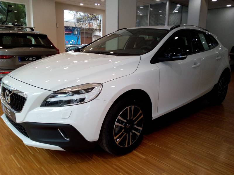 Volvo V40 Cross Country 1.5 T3   Auto Pro