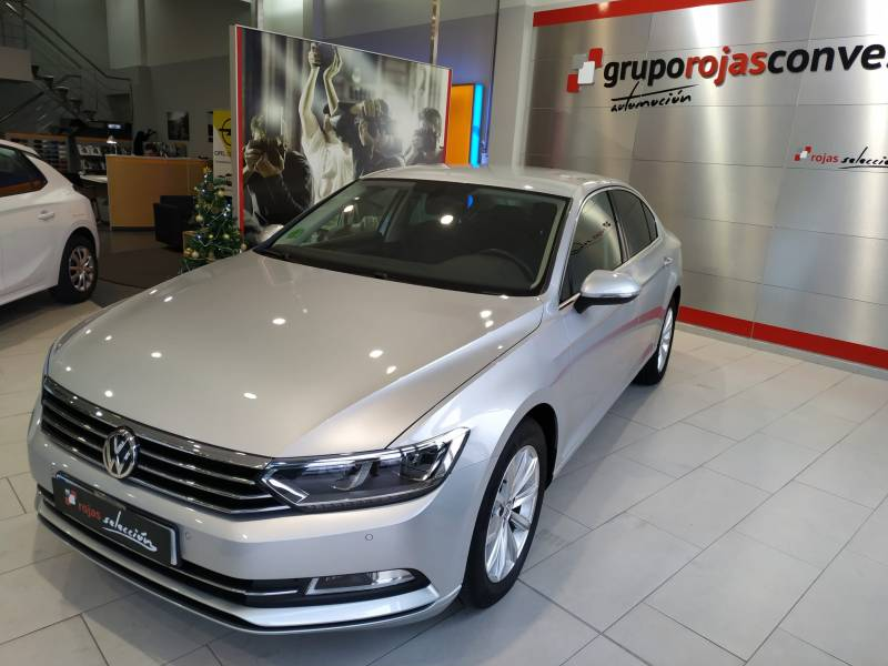 Volkswagen Passat 1.6 TDI 120cv   Tech Advance Bluemotion