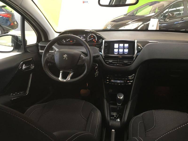 Peugeot 208 5P ALLURE 1.2L PureTech EAT6 110 S&S Allure
