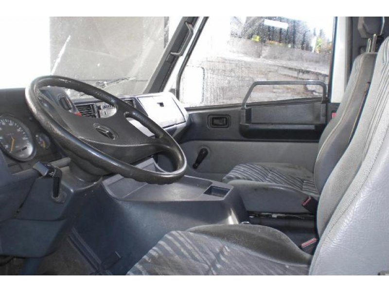 Mercedes-Benz 100D 332 -